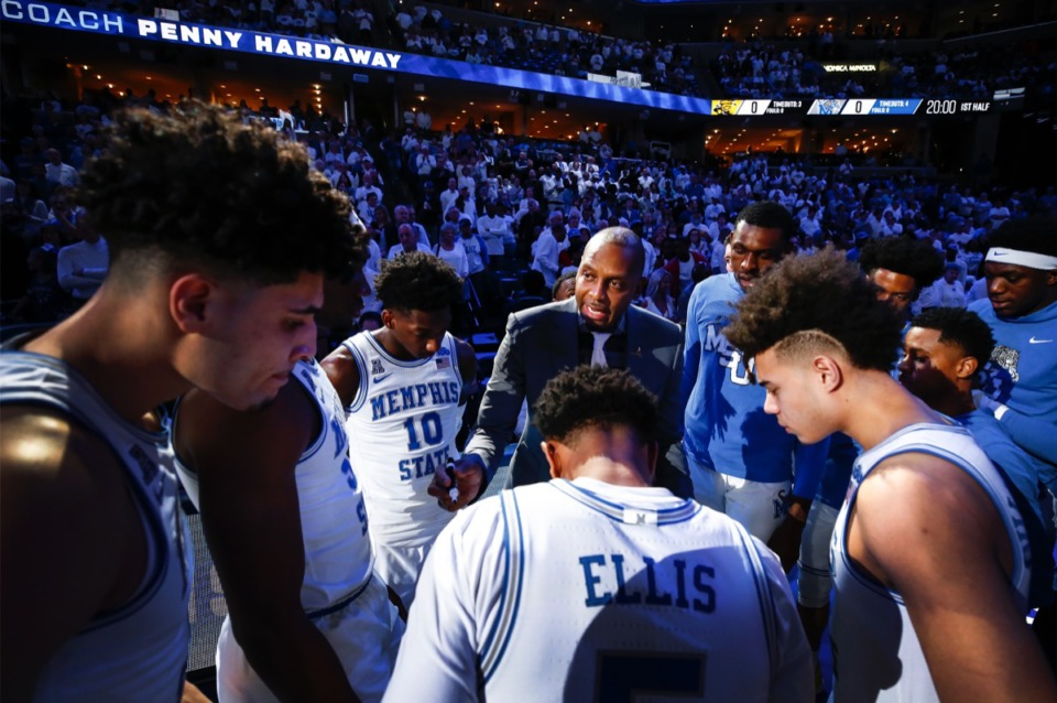<strong>Memphis head coach Penny Hardaway (middle) instructs the Tigers before the game against Wichita State Thursday, March 5, 2020, at FedExForum.</strong> (Mark Weber/Daily Memphian)