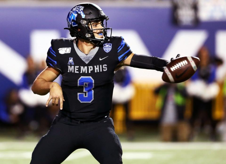 <strong>University of Memphis quarterback Brady White (3) tosses a shovel pass during a 34-24 win against the University of Cincinnati at the AutoZone Liberty Bowl on Nov. 9, 2018.</strong> (Patrick Lantrip/Daily Memphianfile)