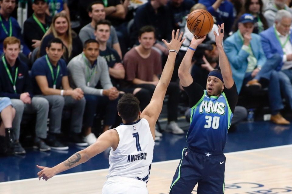 <strong>Dallas Mavericks guard Seth Curry (30) shoots the three-point basket over Memphis Grizzlies forward Kyle Anderson (1) during the first half of an NBA basketball game in Dallas, Friday, March 6, 2020.</strong> (Ray Carlin/AP)