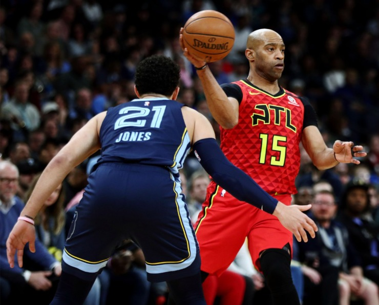 <strong>Atlanta Hawks guard Vince Carter (15) passes the ball during a March 7, 2020, game at FedExForum against the Atlanta Hawks.</strong> (Patrick Lantrip/Daily Memphian)