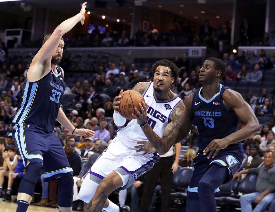 <span><strong>Sacramento Kings' Willie Cauley-Stein (0) goes to the basket between Memphis Grizzlies' Marc Gasol (33) and Jaren Jackson Jr. (13) during the first half of an NBA basketball game Friday, Nov. 16, 2018, in Memphis, Tenn.</strong> (AP Photo/Karen Pulfer Focht)</span>