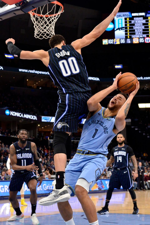 <strong>Orlando Magic forward Aaron Gordon (00) fouls Memphis Grizzlies forward Kyle Anderson (1)&nbsp;on March 10, 2020, at FedExForum.</strong> (Brandon Dill/AP)