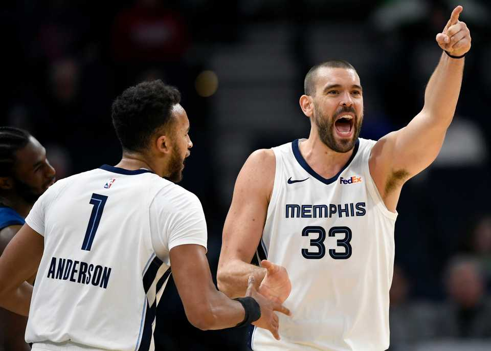 <span><strong>Memphis Grizzlies' Kyle Anderson (1) and Marc Gasol (33) celebrate a turnover against the Minnesota Timberwolves during the third quarter of an NBA basketball game Sunday, Nov. 18, in Minneapolis. The Grizzlies won 100-87.</strong> (Hannah Foslien/Associated Press)</span>