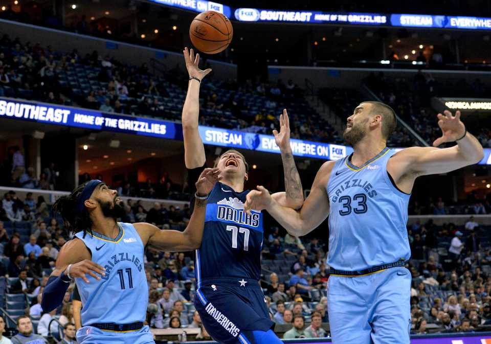 <span><strong>Dallas Mavericks forward Luka Doncic (77) reaches for the ball between Memphis Grizzlies guard Mike Conley (11) and center Marc Gasol (33) in the first half of Monday's game at FedExForum.</strong> (AP Photo/Brandon Dill)</span>