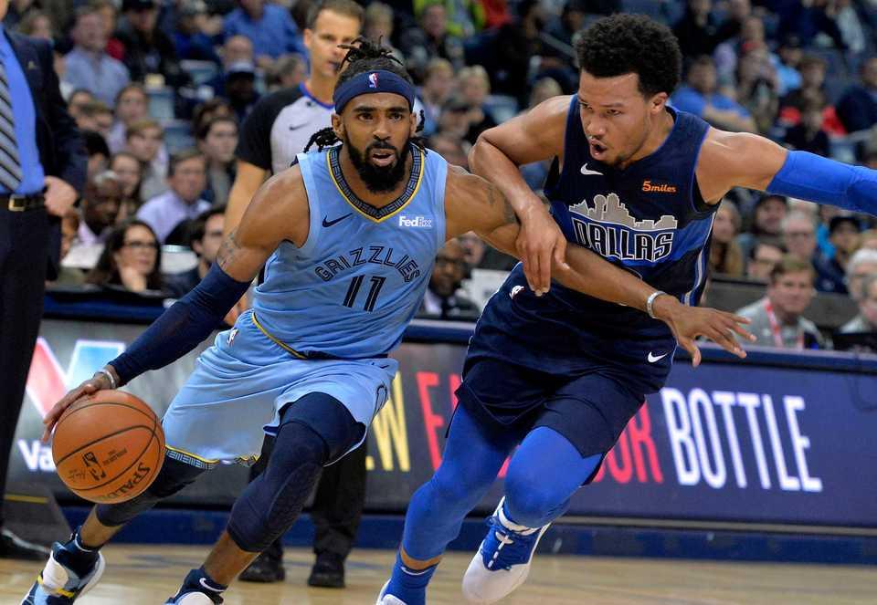 c5ea1251d73b8  span  strong Memphis Grizzlies guard Mike Conley (11) drives against