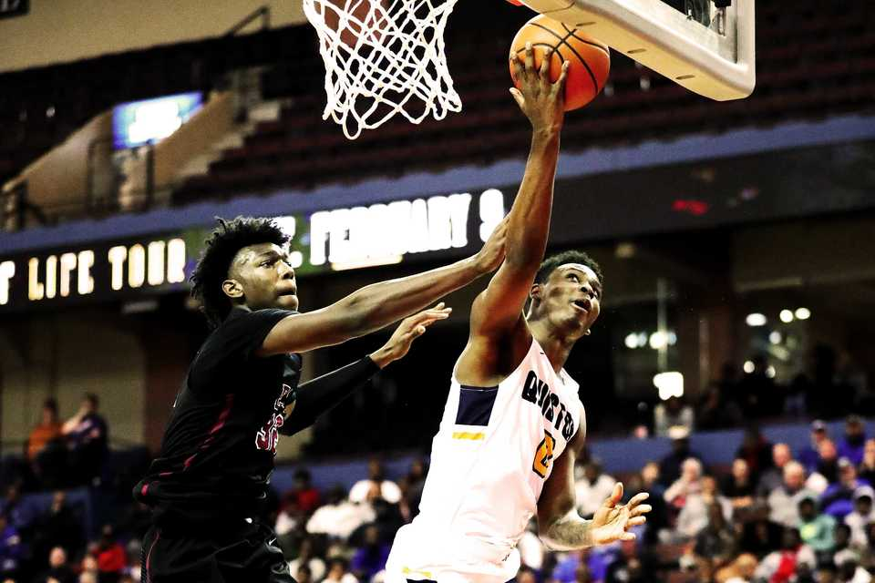 <strong>Olive Branch High School forward DJ Jeffries, right, drives to the basket aginst East High School center James Wiseman in a game at the Landers Center on Tuesday, Nov. 20, 2018. Wiseman and Jeffries have both committed to Penny Hardaway's Memphis team for the 2019 season.</strong> (Houston Cofield/Daily Memphian)