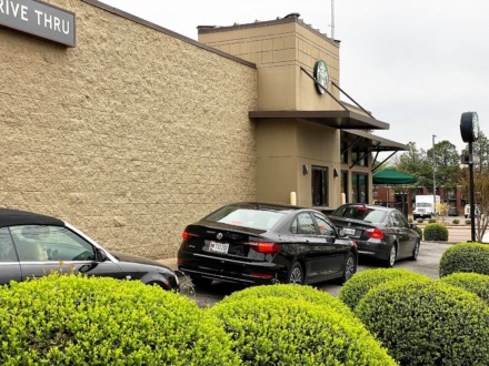 <strong>Drive-thru customers at the Starbucks at Union and McLean on Monday morning.</strong> (Tom Bailey/The Daily Memphian)