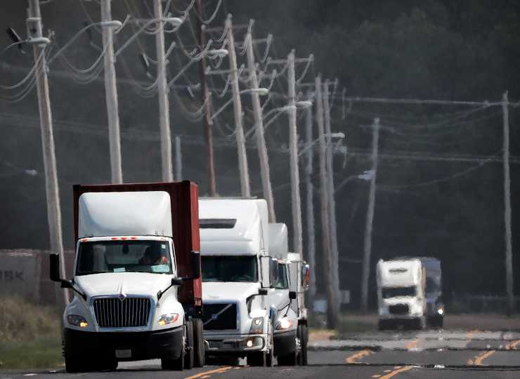 <strong>Truck traffic lines up along Lowry Road near the new power plant on September 17, 2018. The city of Memphis wants to extend Paul Lowry Road and create a loop where trucks won't have to enter and exit the same way.  </strong>(Jim Weber/Daily Memphian)