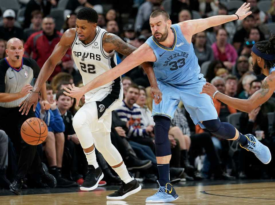 <span><strong>San Antonio Spurs' Rudy Gay (22) is fouled by Memphis Grizzlies' Marc Gasol during the second half of an NBA basketball game Wednesday, Nov. 21, 2018, in San Antonio. Memphis won 104-103.</strong> (AP Photo/Darren Abate)</span>