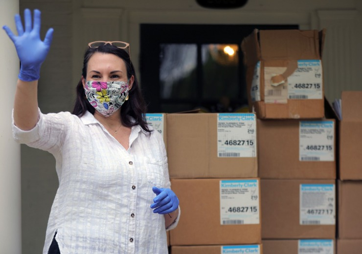 <strong>Stephanie Lepone waves at Julia O'Keefe as she drives away after the latter dropped off a box of repaired N95 masks April 6, 2020.</strong>&nbsp;(Patrick Lantrip/Daily Memphian)