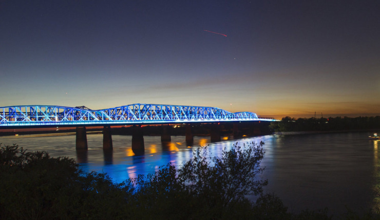 <strong>Lights over the Mississippi will shine blue Thursday. The Mighty Lights are joining lights accross the country and shining to stand in solidarity with health care workers.&nbsp;</strong>(<em>Submitted</em>)