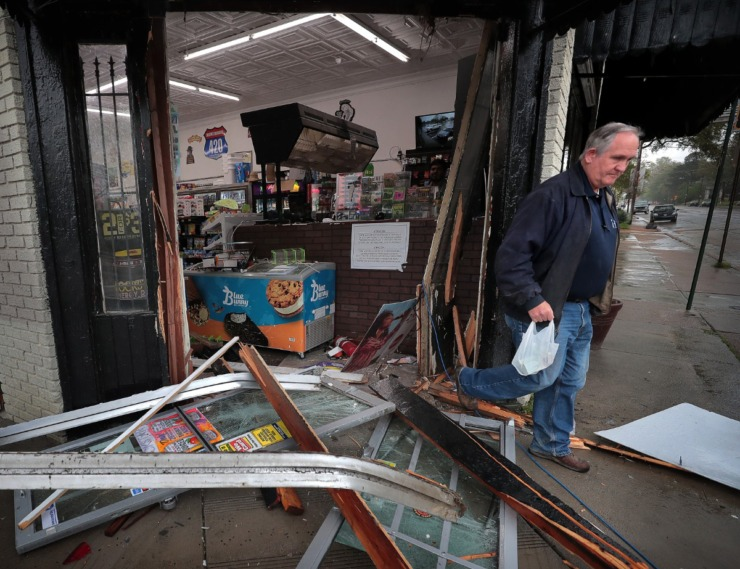 <strong>Crime in Memphis isn't staying home for coronavirus as the McLean Mart at McLean and Tutwiler is rammed and robbed in the morning of March 31, 2020.</strong> (Jim Weber/Daily Memphian)