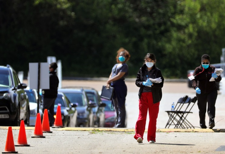 <strong>Health care workers keep the line moving at Christ Community Health's drive-thru COVID-19 testing site in Whitehaven April 13, 2020.</strong> (Patrick Lantrip/Daily Memphian)