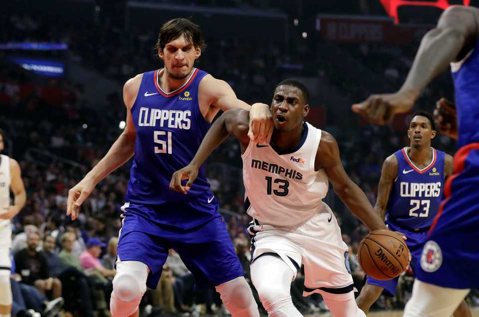 <span><strong>Memphis Grizzlies' Jaren Jackson Jr. (13) is defended by Los Angeles Clippers' Boban Marjanovic (51) during the first half of an NBA basketball game Friday, Nov. 23, 2018, in Los Angeles.</strong> (AP Photo/Marcio Jose Sanchez)</span>