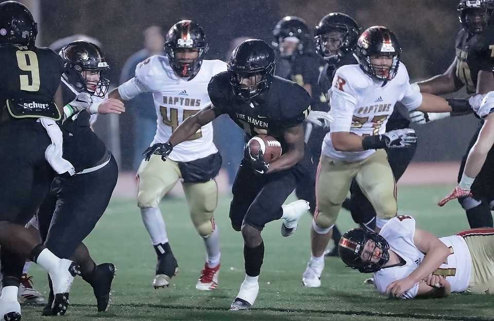 <strong>Whitehaven's Cameron Sneed (11) looks for an opening during the state Class 6A semifinal playoff game against Ravenwood at Whitehaven High on Nov 23, 2018.</strong> (Jim Weber/Daily Memphian)