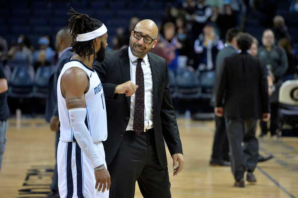 <span><strong>New York Knicks head coach David Fizdale, right, talks with Memphis Grizzlies guard Mike Conley after an NBA basketball game Sunday, Nov. 25, 2018, in Memphis, Tenn.</strong> (AP Photo/Brandon Dill)</span>