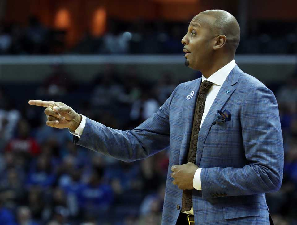 <strong>Memphis coach Penny Hardaway reacts to a play during the first half of Memphis Tigers' game against the Yale Bulldogs on Saturday, Nov. 17,</strong> <strong>at FedEx Forum.</strong> (Karen Pulfer Focht/Special to the Daily Memphian)