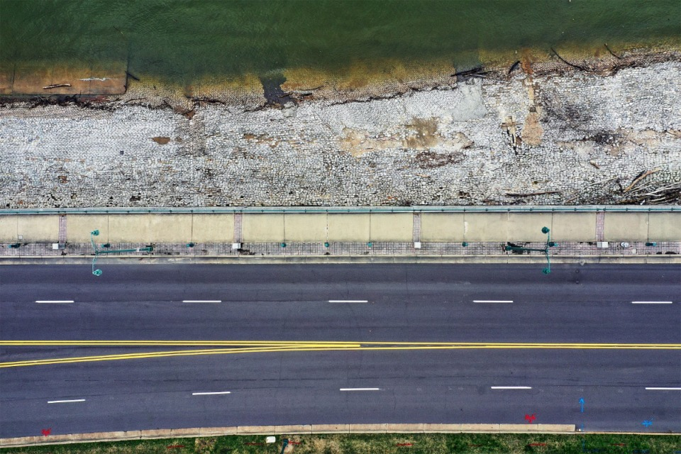 <strong>Although the flow of traffic on Riverside Drive is halted, the flow of the Mississippi River continues while the city works to keep the spread of COVID-19 to a minimum.</strong> (Patrick Lantrip/Daily Memphian drone photo)