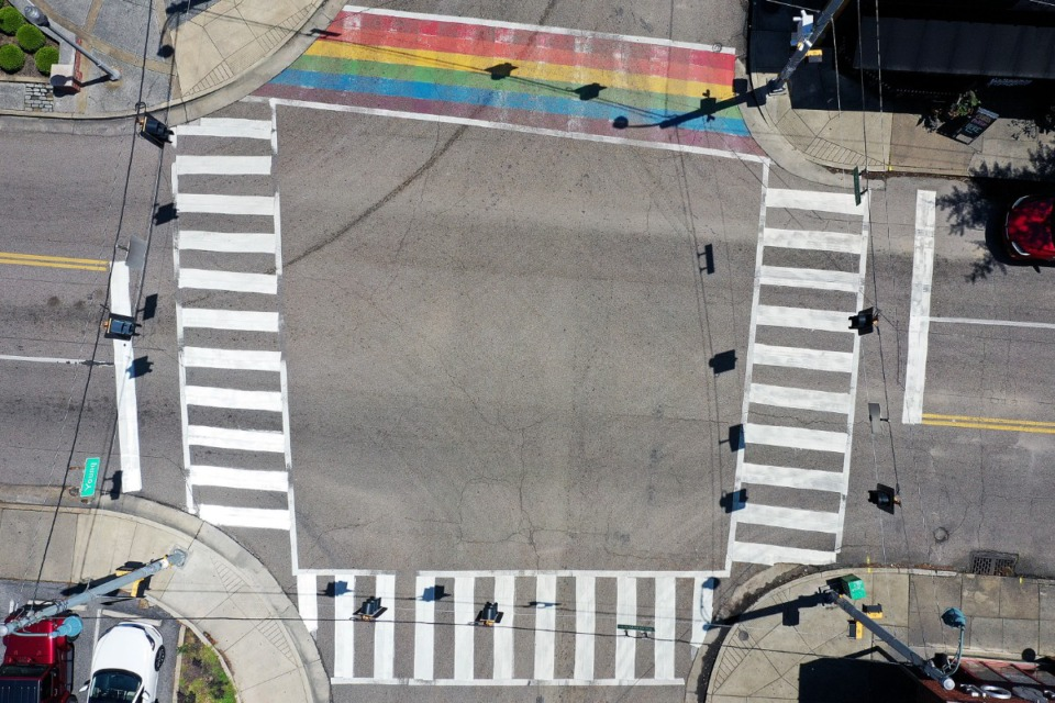 <strong>The intersection of Cooper Street and Young Avenue is usually bustling with foot traffic eager to start the weekend, but is instead empty April 24, 2020.</strong> (Patrick Lantrip/Daily Memphian drone photo)