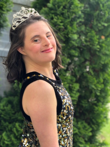 <strong>Emily Savage wore a shimmery dress for the prom.&nbsp;</strong>(Submitted)