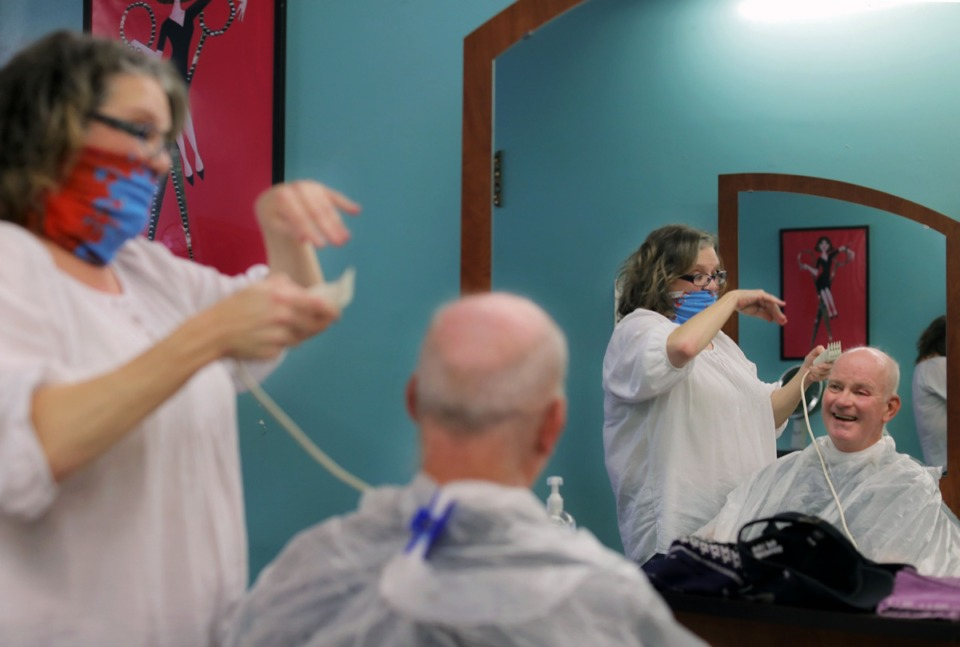<strong>J.C Pendergrass jokes with Gerri Nunnery while getting a haircut at Tangles Hair Studio May 6, 2020.</strong> (Patrick Lantrip/Daily Memphian)