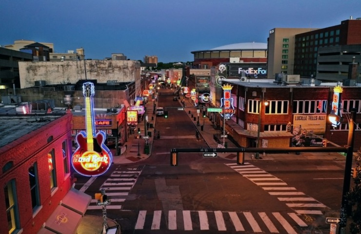 <strong>A normally crowded Beale Street sits empty on April 15, 2020, as the COVID-19 pandemic shuts down many area bars and restaurants.</strong> (Patrick Lantrip/Daily Memphian)