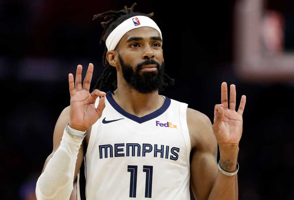 <span><strong>Memphis Grizzlies' Mike Conley gestures after making a 3-point basket against the Los Angeles Clippers during the second half of an NBA basketball game Friday, Nov. 23, 2018, in Los Angeles.</strong> (AP Photo/Marcio Jose Sanchez)</span>