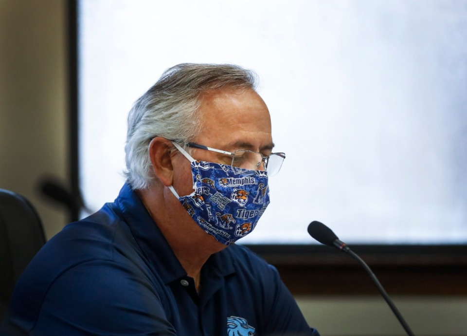 <strong>Lakeland Mayor Mike Cunningham attends the city's Board of Commissioners meeting Thursday. The group approved the first reading of Lakeland's $78 million budget.</strong> (Mark Weber/Daily Memphian)
