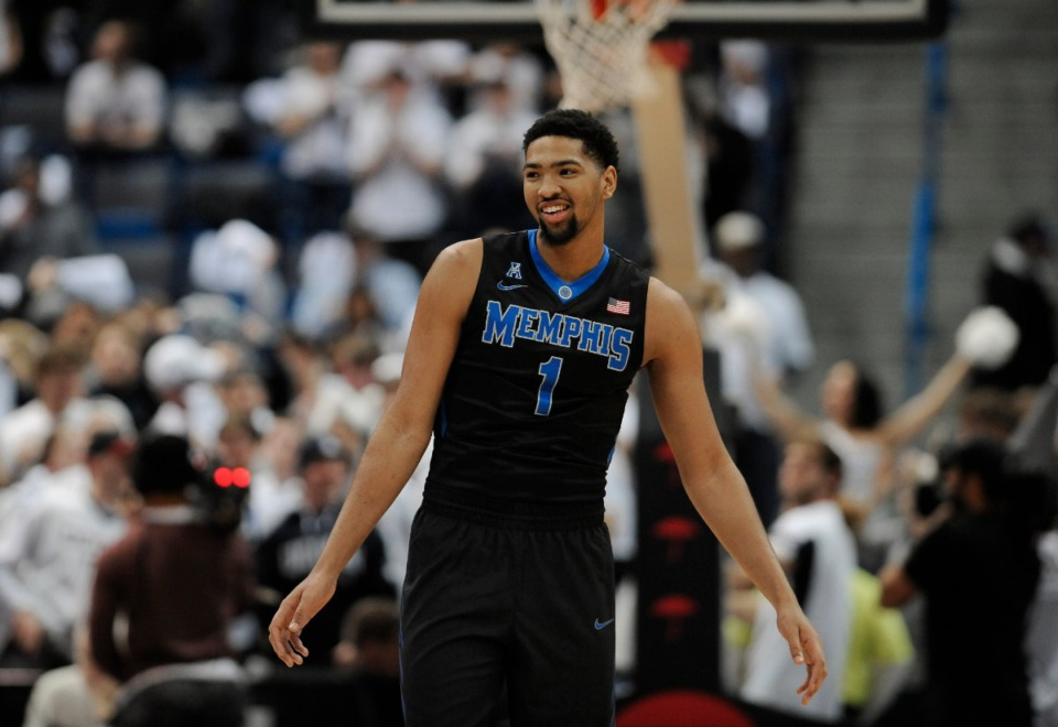 <strong>Dedric Lawson plays guard for the Memphis Tigers on Feb. 16, 2017, in Hartford, Conn.</strong> (Jessica Hill/AP)