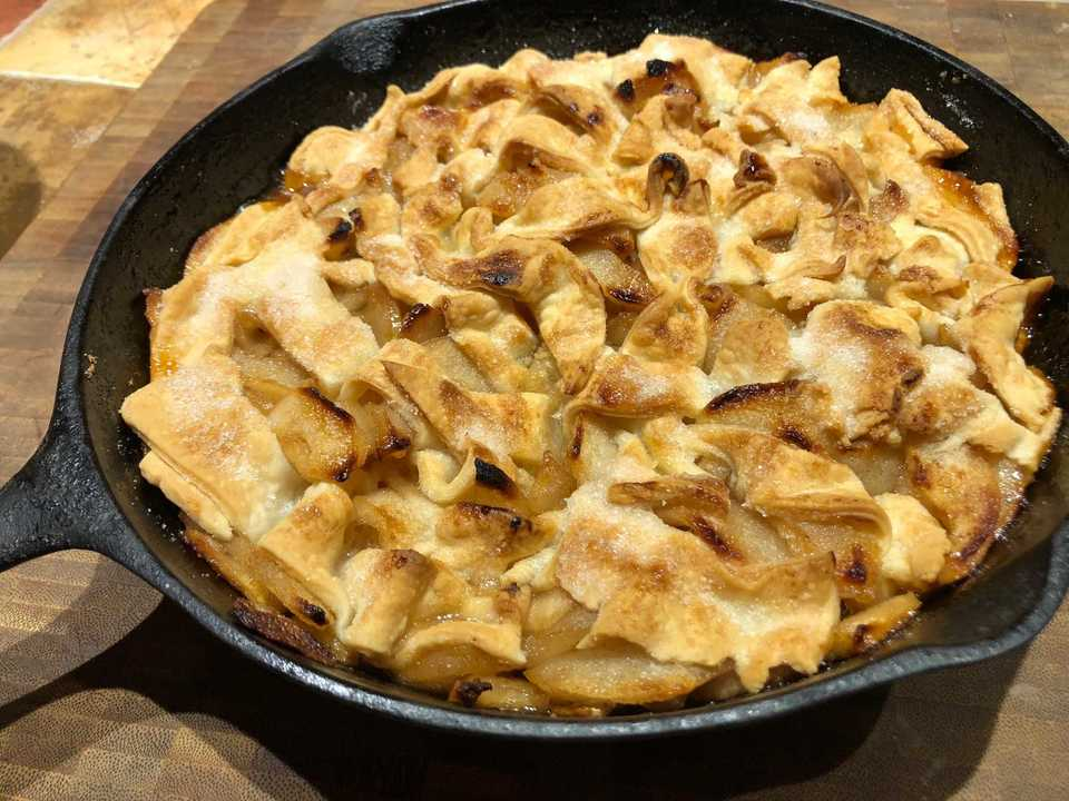 <span><strong>A pear skillet cobbler is a forgiving dessert that comes together with just a few minutes of assembly.</strong> (Jennifer Biggs/Daily Memphian)</span>
