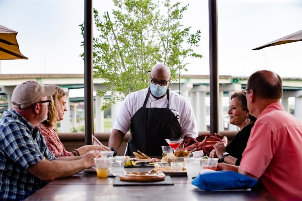 <strong>Rondell Williams (center) speaks with restaurant patrons at Mississippi Terrace at Bass Pro on May 23, 2020, including (from left) Chris Herrington, Joanna Curtis, Jennifer Biggs and Ray Young.</strong> (Ziggy Mack/The Daily Memphian file)