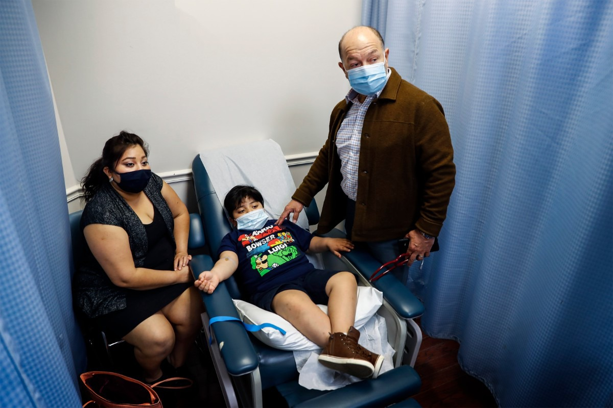 <strong>Dar Salud Care founder and CEO Dr. Pedro Velasquez-Mieyer (right) talks with patient Cristian Perez, 7 (middle), and his mother Yaquelin Herrera about the underlying cause for diabetes on Thursday, May 28, 2020. The clinic is moving from a for-profit model to a nonprofit model and rebranding to LifeDoc, but will remain a self-sustaining clinic.</strong> (Mark Weber/Daily Memphian)