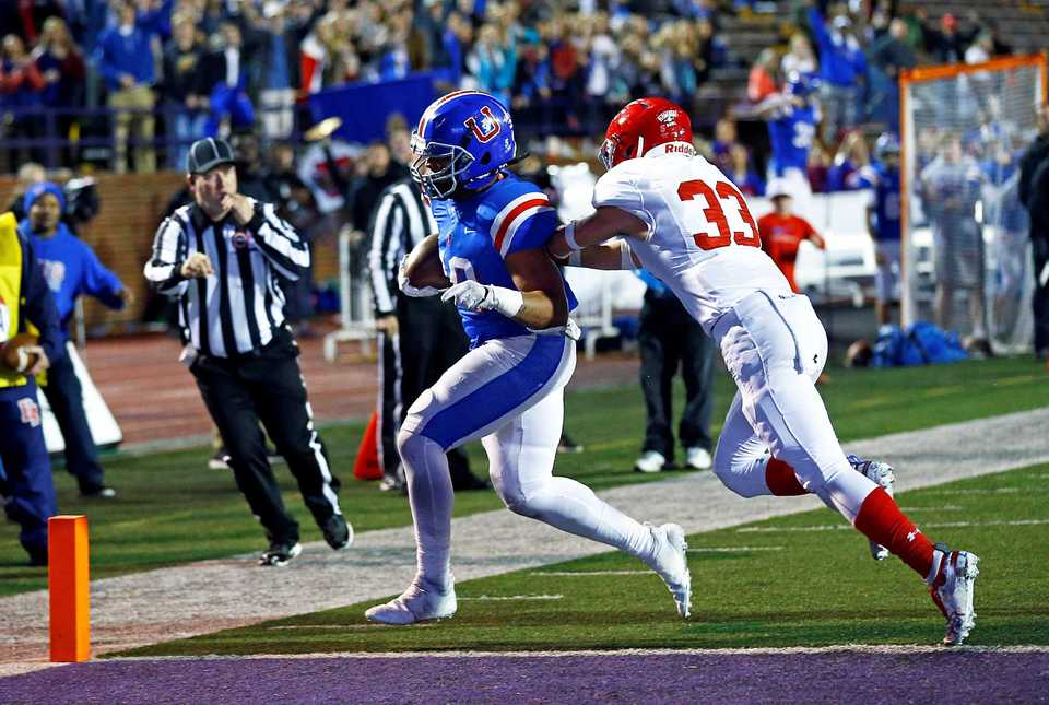 <strong>MUS' Hunter Kendall scores on a run as he's chased by Brentwood Academy's Aaron Lovins (33) during their the Division 2-AAA state championship game Friday, Nov. 30, 2018, in Cookeville, Tenn. Brentwood took down the Owls, 28-6.</strong>&nbsp;(Wade Payne/Special to The Daily Memphian)
