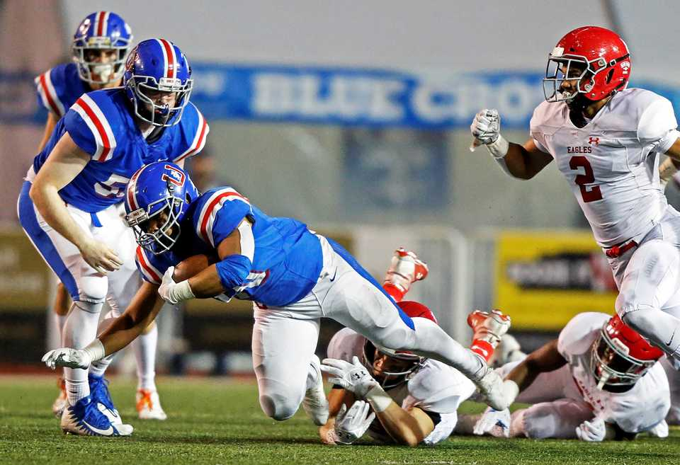 <strong>MUS' Hunter Kendall dives for yardage as he's tripped by a Brentwood Academy defender during the Division 2-AAA championship game Friday, Nov. 30.</strong> (Wade Payne/Special to The Daily Memphian)