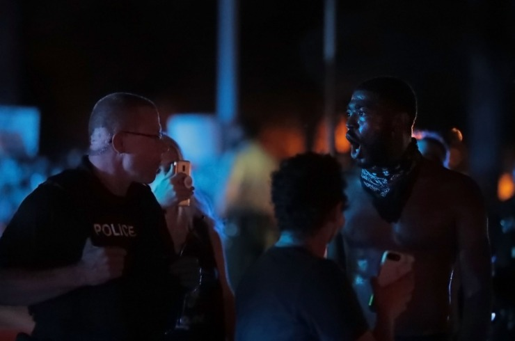 <strong>Darin Abston talks with Memphis Police after a protest that shut down Germantown Parkway June 2, 2020, over the murder of George Floyd.</strong> (Patrick Lantrip/Daily Memphian)