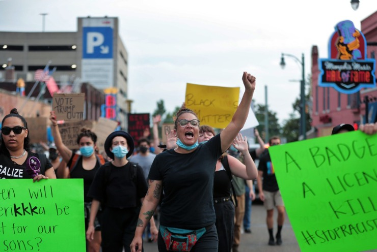 <strong>L.J. Abrams leads a group of protestors down B.B. King Bloulevard on June 3, 2020.</strong> (Patrick Lantrip/Daily Memphian)