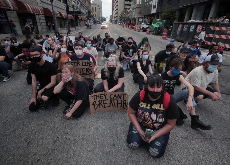 <strong>A group of protesters kneel in front of The Peabody Hotel during the eighth day of protests over the murder of George Floyd June 3, 2020.</strong> (Patrick Lantrip/Daily Memphian)