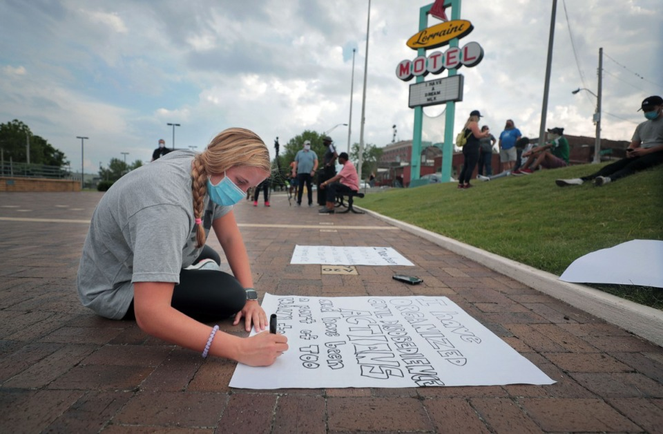 <strong>Molly Litten helps write signs before a civil disobedience training event at the National Civil Rights Museum June 4, 2020.</strong> (Patrick Lantrip/Daily Memphian)