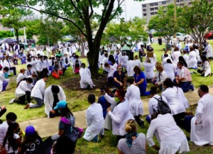 <strong>Hundreds of doctors, students and others in the medical field took a knee at the White Coats 4 Black Lives rally in the Medical District on June 5, 2020.</strong> (Tom Bailey/Daily Memphian)