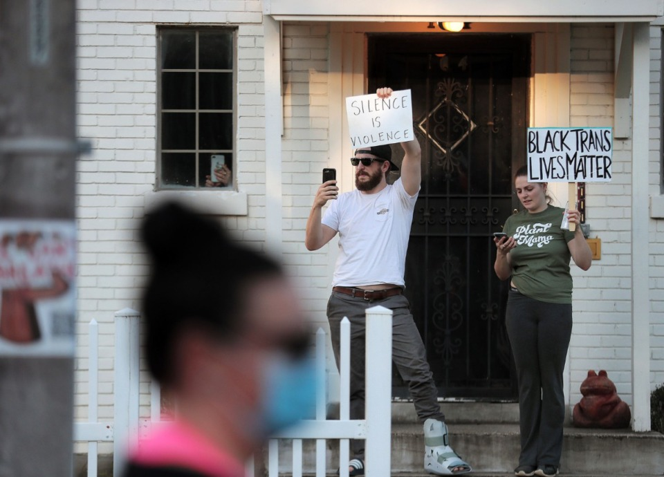 <strong>A couple shows their support as a group of protesters marches down Cooper Street June 6, 2020 during the eleventh day of protesting over the death of George Floyd.</strong> (Patrick Lantrip/Daily Memphian)