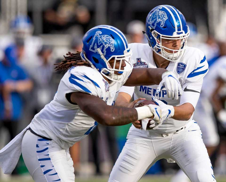 <strong>University of Memphis running back Darrell Henderson (8) takes the handoff from Tigers quarterback Brady White (3) during the AAC championship football game between the UCF Knights and the U of M Tigers on Dec. 1, 2018, at in Orlando, Fla.</strong> (AP Photos/Andrew Bershaw)