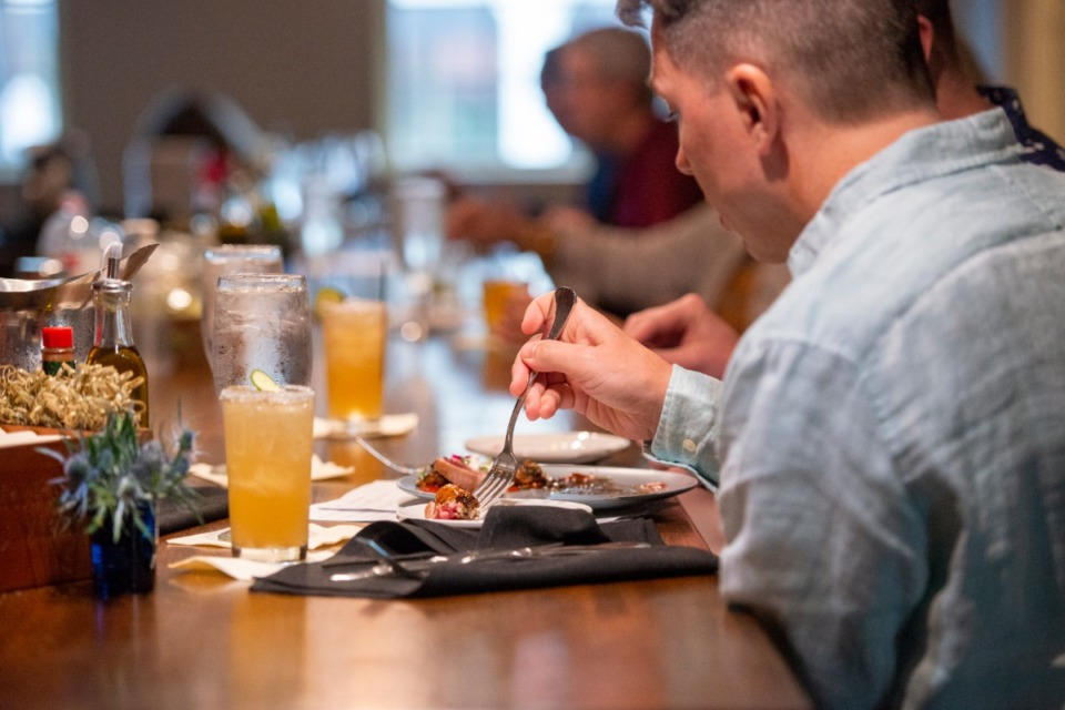 <strong>Socially distanced patrons eat at the expanded bar.</strong>&nbsp;(Greg Campbell/Special to The Daily Memphian)