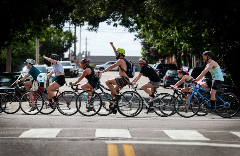 "<strong>In addition to cars and roller skates, many of the parade participants traveled on&nbsp;<span data-preserver-spaces=""true"">bicycles</span>.</strong> (Mark Weber/Daily Memphian)"