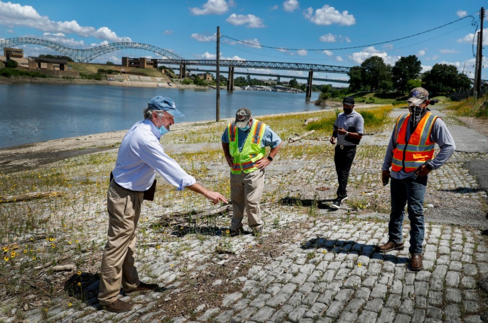 <strong>Ritchie Smith (left) leads a pre-bid cobblestone restoration planning meeting with contractors on Wednesday, June 17, 2020, on Riverside Drive.</strong> (Mark Weber/Daily Memphian)