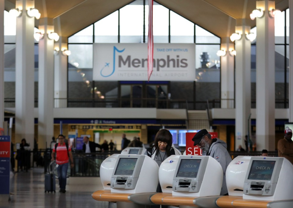 <strong>Passengers scurry to and from their flights in the lobby of Memphis International Airport Jan. 14, 2020.</strong> (Patrick Lantrip/Daily Memphian file)