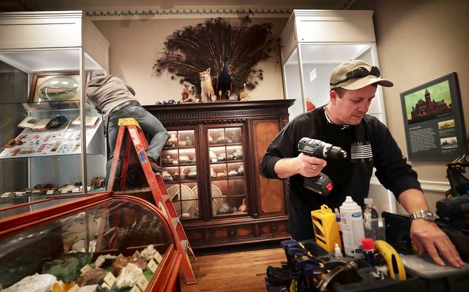 <strong>Tim Wilson installs protective plexiglass in the Cossitt Museum room while working to complete the remodeled Pink Palace mansion that opens to the public on Dec. 8.</strong> (Jim Weber/Daily Memphian)