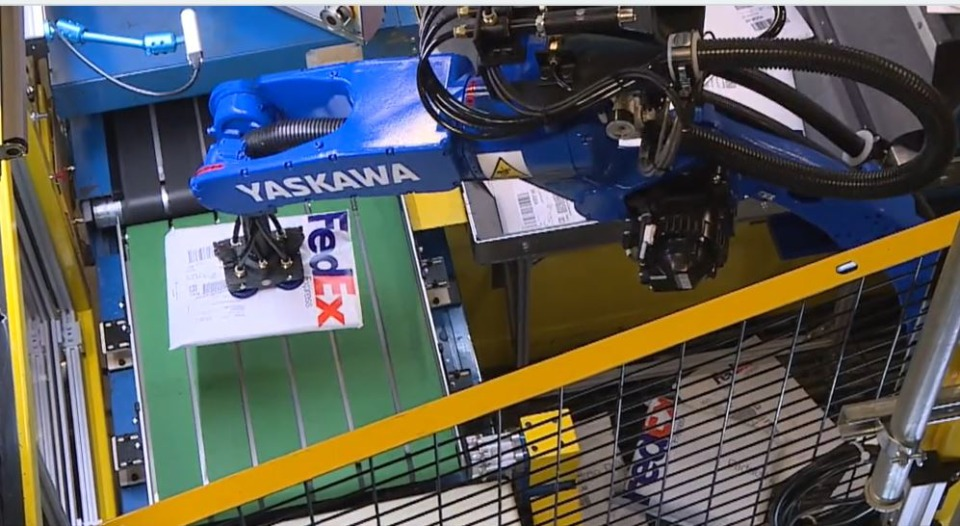 <strong>FedEx teamed up with Yaskawa America and Plus One on industrial robotic arms that help input packages into the Memphis hub&rsquo;s small-package sort system.</strong> (Photo submitted by FedEx)