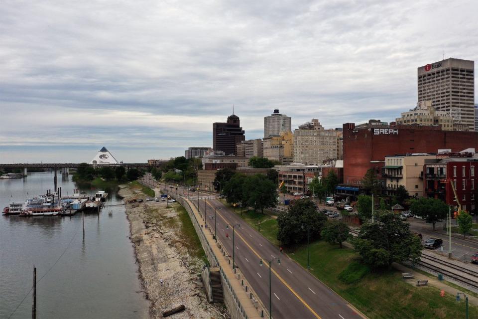<strong>High water creeps up the cobblestone along Riverside Drive in Downtown Memphis April 24, 2020.</strong> (Patrick Lantrip/Daily Memphian)