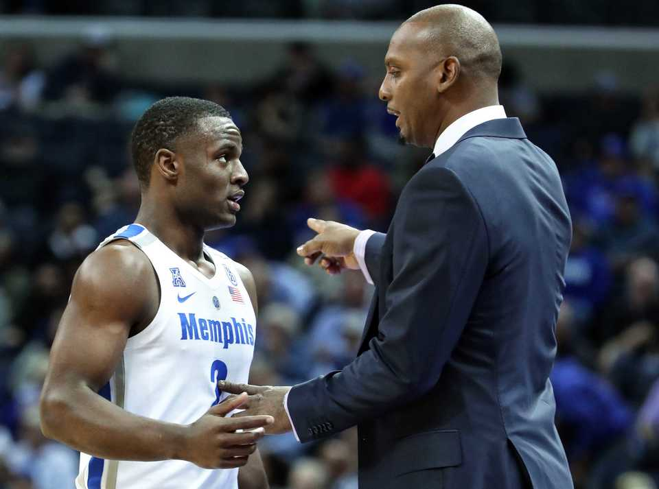 "<strong>Memphis Tigers coach Penny Hardaway talks with Alex Lomax (2) between plays in the second half of the game against UAB on</strong><span class=""s1""><strong>&nbsp;Saturday, Dec. 8, 2018, at FedExForum.</strong> (Karen Pulfer Focht/Special to The Daily Memphian)</span>"