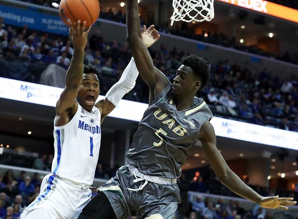 "<p class=""p1""><span class=""s1""><b>University of Memphis guard Tyler Harris (1) goes up for a basket guarded by UAB's Makahtar Gueve (5) in the second half&nbsp;of the Saturday, Dec. 8, 2018, game at FedExForum. </b>(Karen Pulfer Focht/Special to The Daily Memphian)</span>"